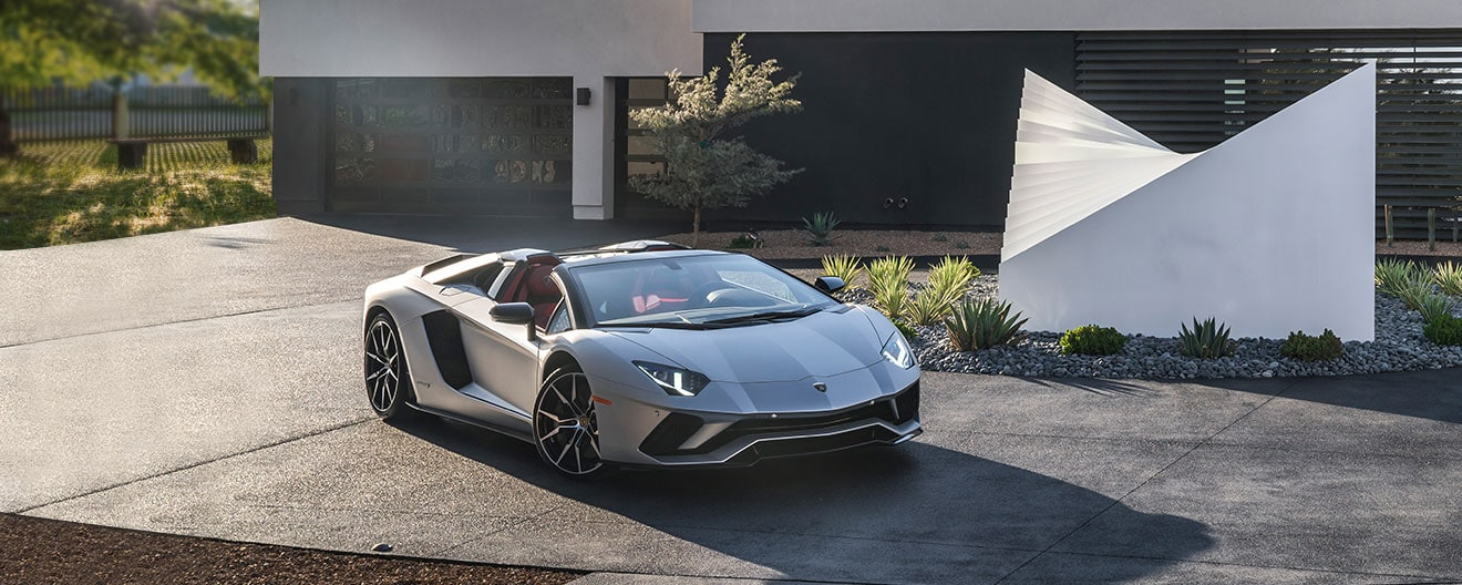Three-quarter right front image of Aventador S Roadster Gray