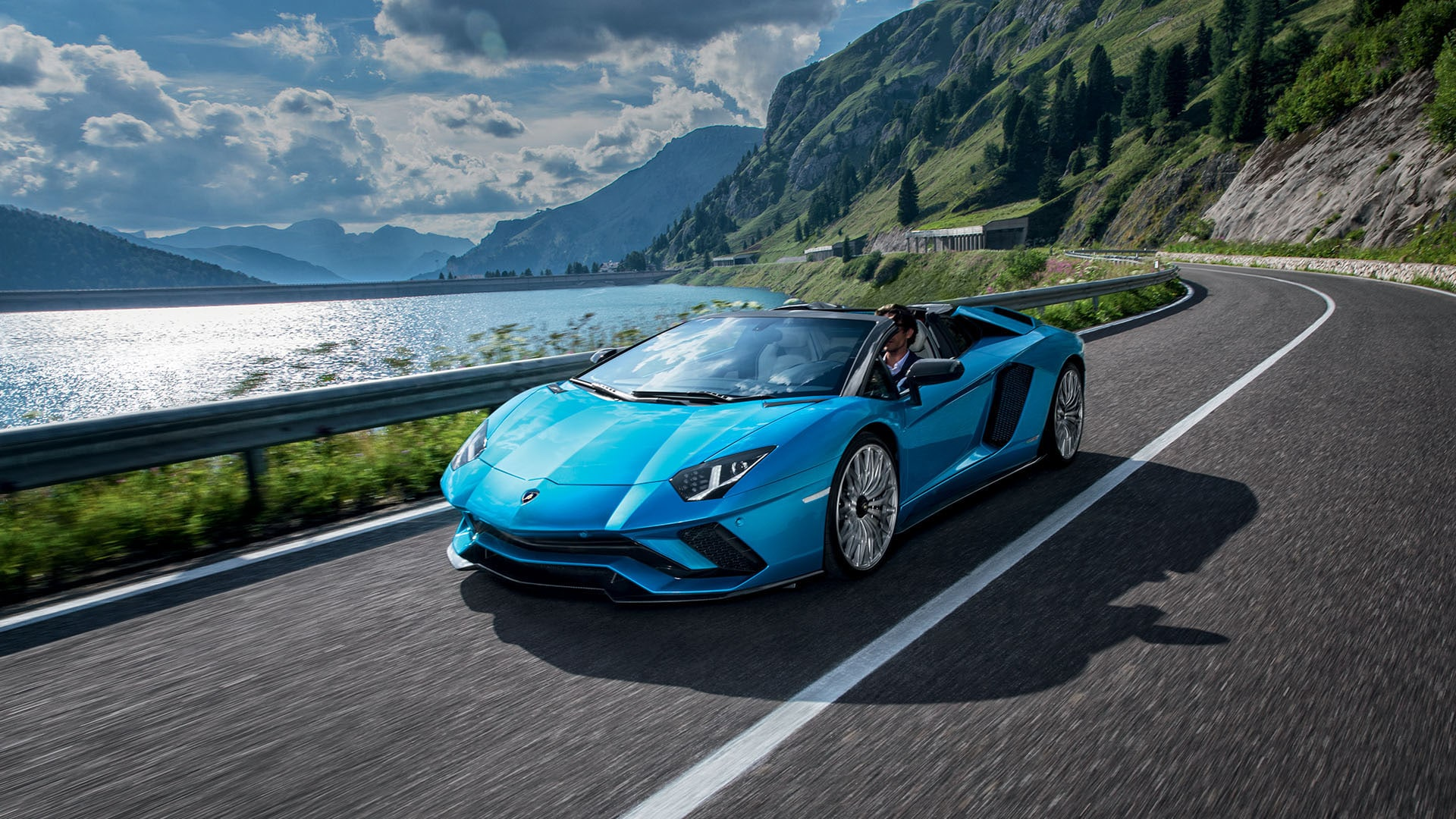 lamborghini aventador s roadster fotos videos. Black Bedroom Furniture Sets. Home Design Ideas