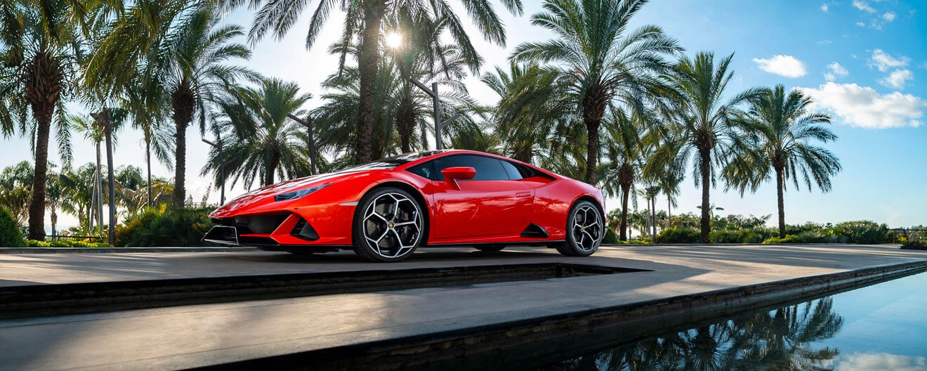 Huracán EVO Arancio Xanto stopped on a background of palm trees