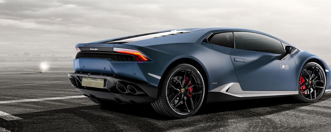 Das Bild zeigt das hintere linke Profil des Lamborghini Huracán Avio.