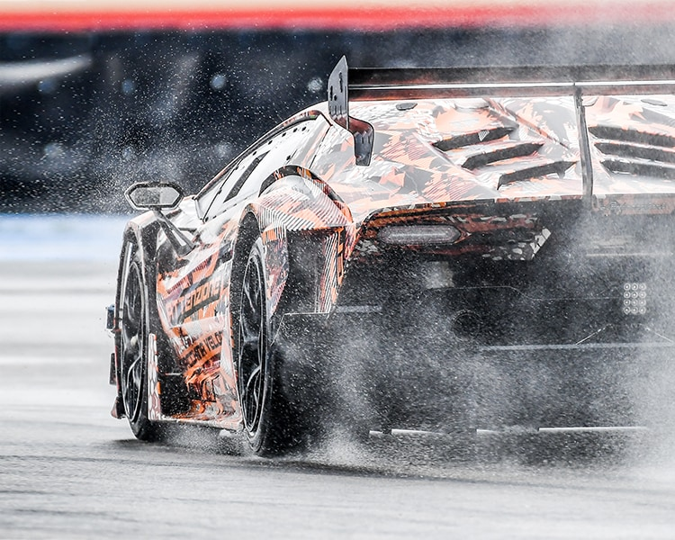 Lamborghini SCV12: the hypercar is ready to hit the track