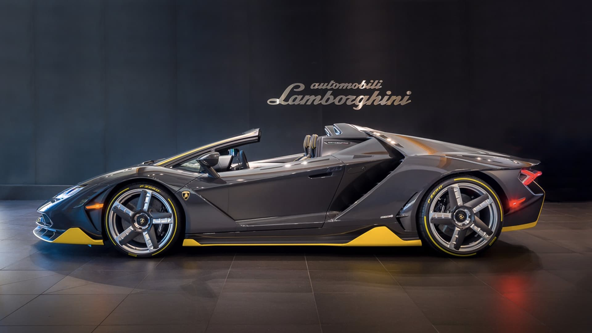 lamborghini centenario roadster arrives in beverly hills. Black Bedroom Furniture Sets. Home Design Ideas